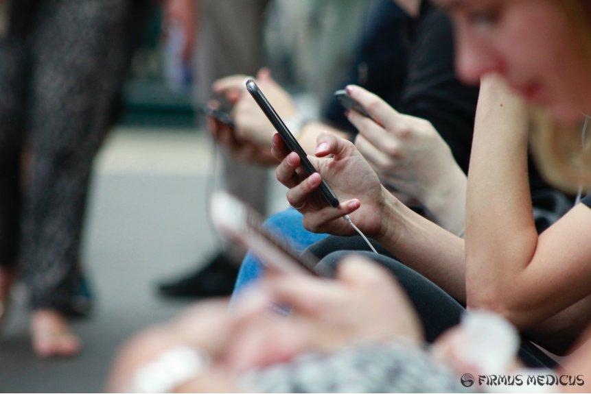 Moksliniai tyrimai apie mobiliųjų telefonų žalą