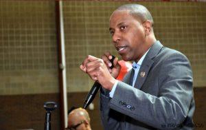 Asamblėjos narys reikalauja suburti 5G žalos tyrimus atliksiančią komisiją