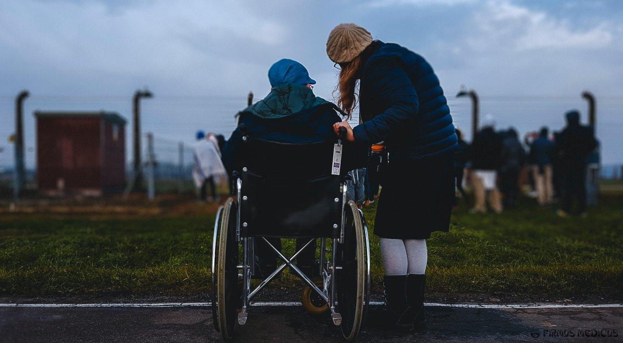 Žmogus neįgaliojo vėžymėlyje
