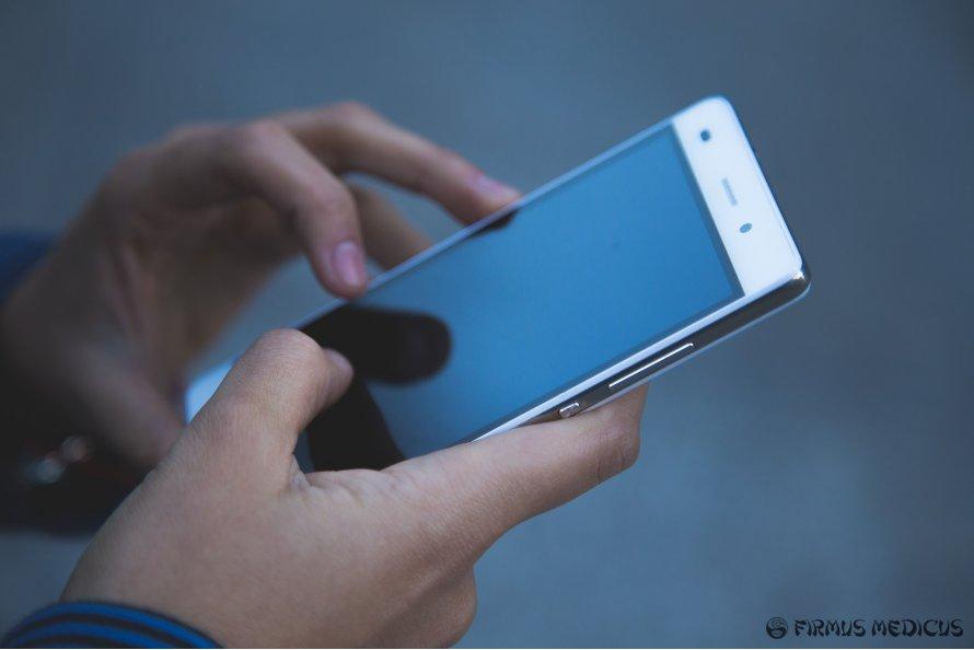 Telefonai smarkiai viršijo leistinas normas