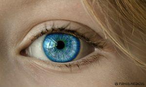 Telefonų spinduliuotė ir mėlyna ekranų šviesa neigiamai veikia akis