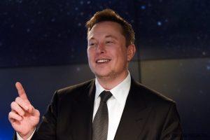Elon Musk piešia naują dangų - masiškai leidžia žvaigždes primenančius palydovus