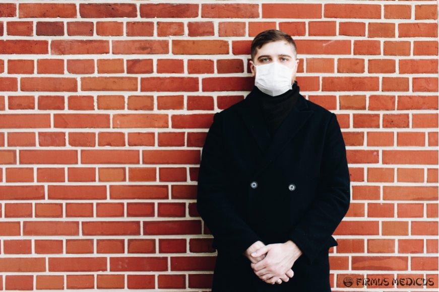 Aktyvia tuberkuliozės forma sergantis žmogus